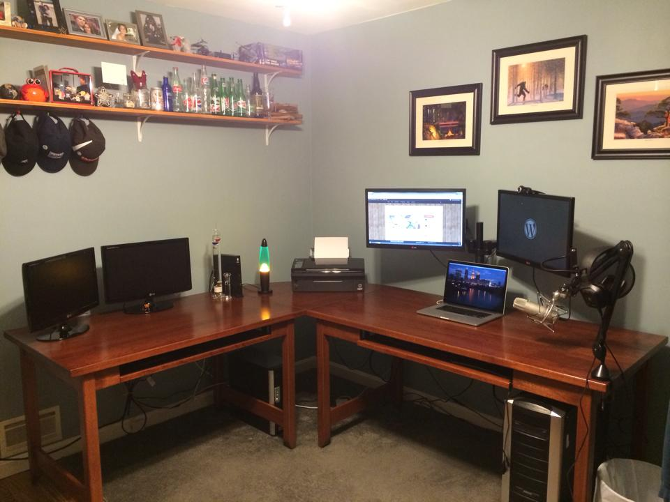 A Look Inside the Offices of 16 People Who Work With WordPress on a Daily Basis