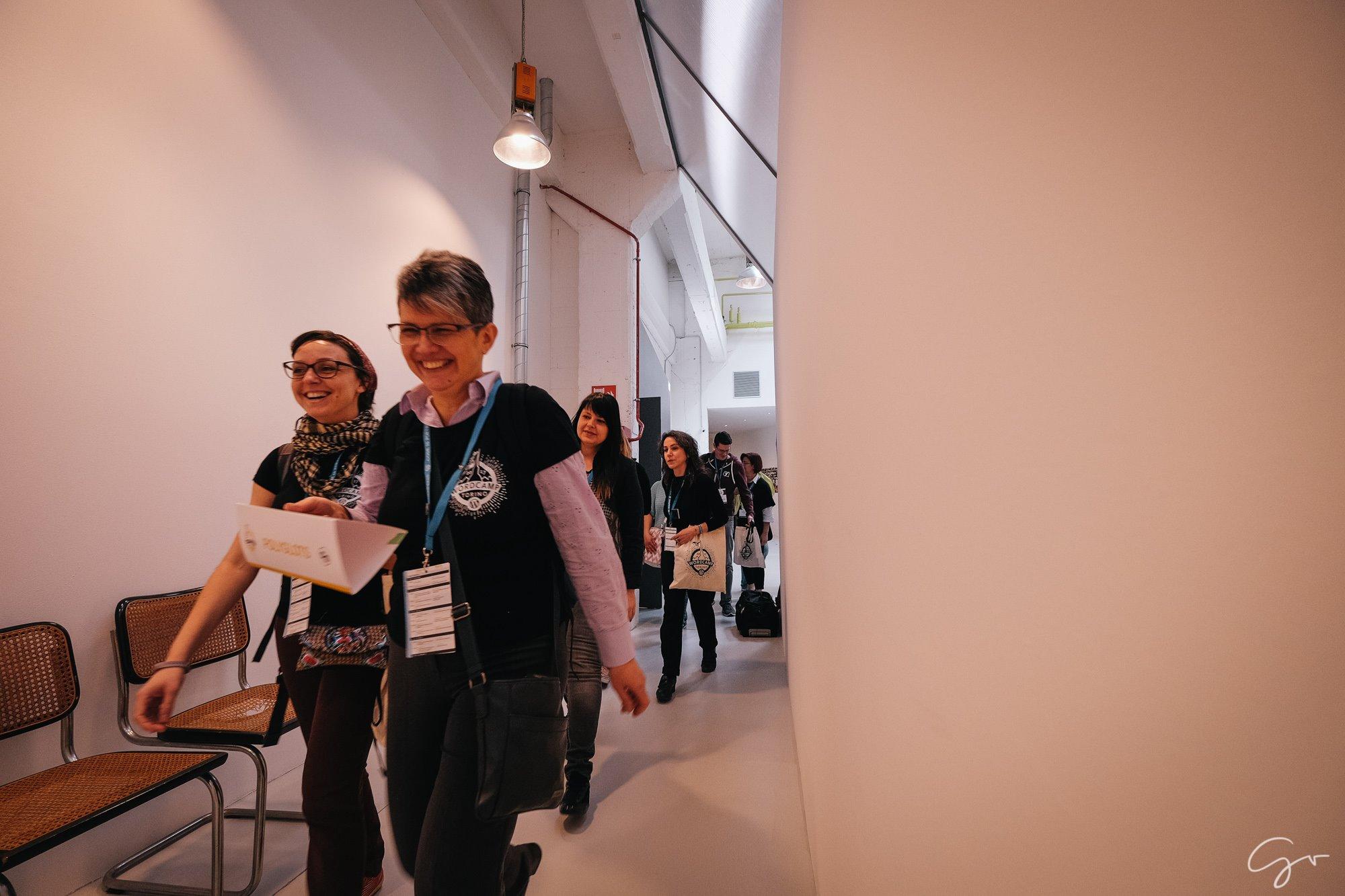 Women walking in hallway during WordCamp Torino